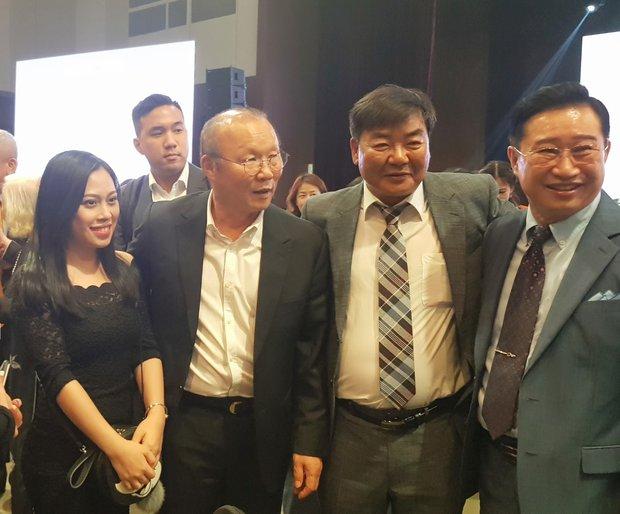 """Người Việt đầu tiên trở thành công dân danh dự Seoul """"vén màn"""" hậu trường nghề phiên dịch cho các chính khách và chủ tịch tập đoàn lớn - Ảnh 5."""