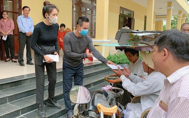 Không chỉ sao kê rõ ràng, vợ chồng Lý Hải - Minh Hà còn ghi điểm trong lòng công chúng vì hành động này khi đi trao quà từ thiện - Ảnh 3.