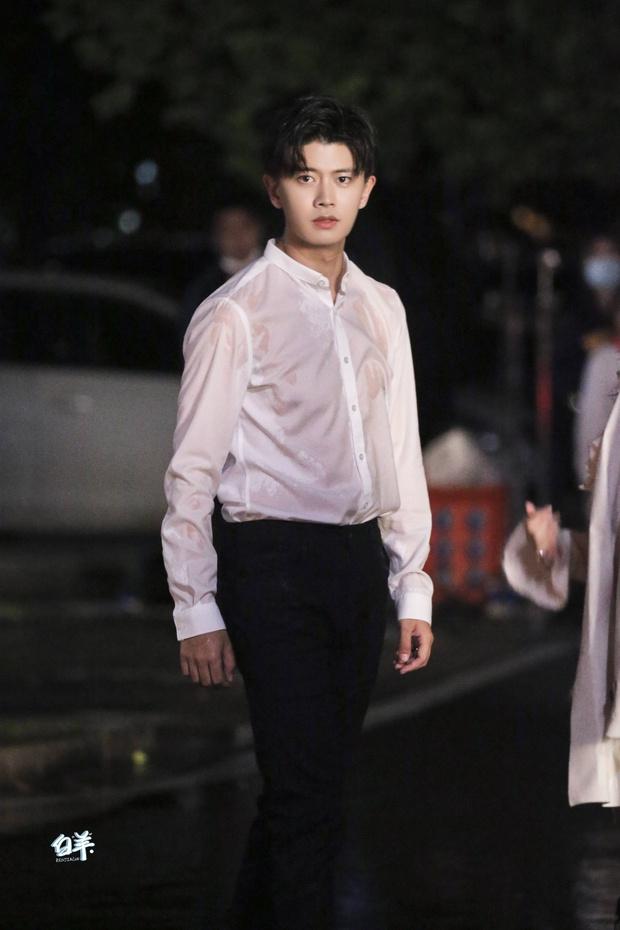 Nhậm Gia Luân khoe dáng nuột trong trang phục công sở ở phim mới, ông chú Trương Bân Bân vào mà học hỏi liền đi! - Ảnh 7.