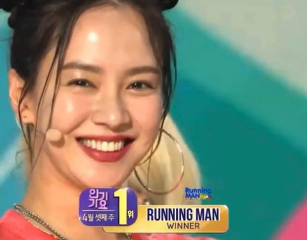 Đi tìm tiên tử kết màn của Running Man: Song Ji Hyo đẹp xuất sắc, Kim Jong Kook thở hổn hển cực giả trân - Ảnh 2.