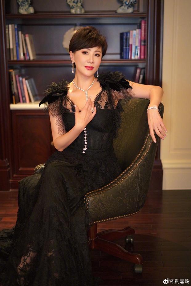 Lưu Gia Linh: Chị đại Cbiz cướp bồ bạn thân, tủi nhục vì bị mafia cưỡng hiếp sau 3 tiếng mất tích bí ẩn và cú twist ở tuổi 55 - Ảnh 2.