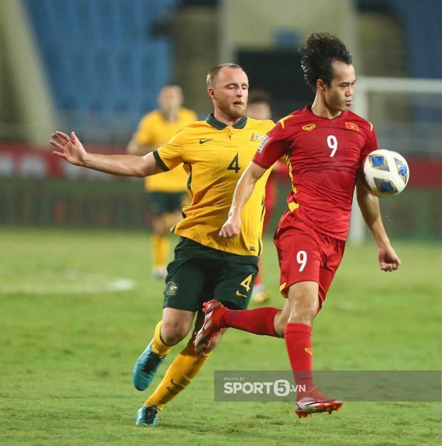 Netizen Trung Quốc: Australia ăn 3 điểm của Việt Nam rõ khó khăn mà sao đá với đội mình lại dễ thế nhỉ? - Ảnh 4.
