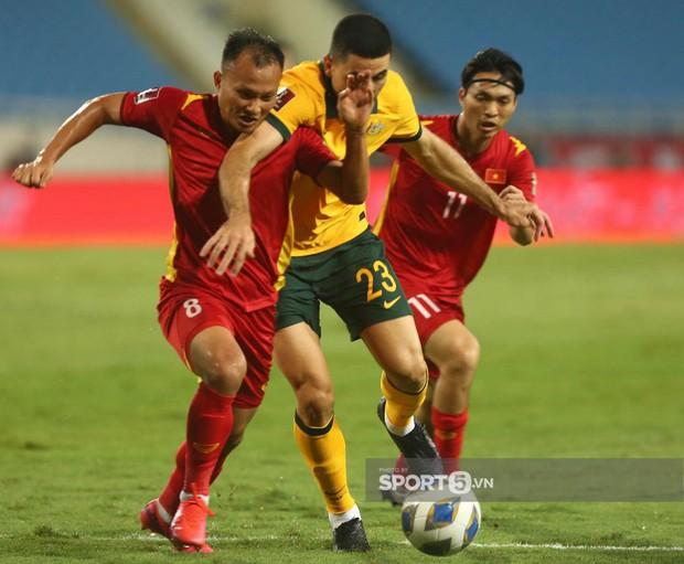 Netizen Trung Quốc: Australia ăn 3 điểm của Việt Nam rõ khó khăn mà sao đá với đội mình lại dễ thế nhỉ? - Ảnh 3.