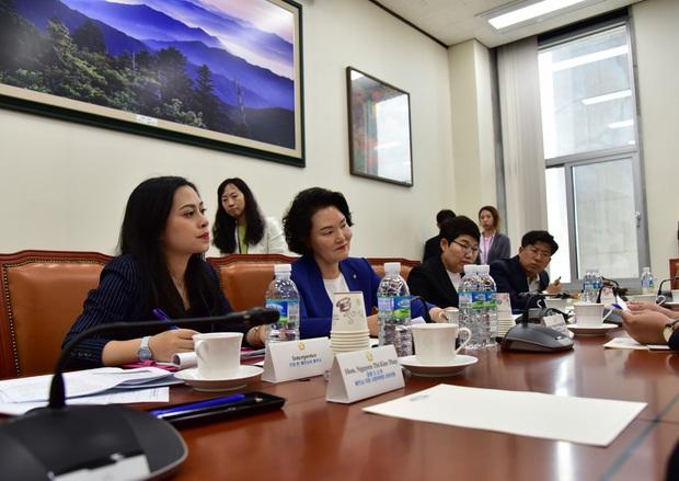 """Người Việt đầu tiên trở thành công dân danh dự Seoul """"vén màn"""" hậu trường nghề phiên dịch cho các chính khách và chủ tịch tập đoàn lớn - Ảnh 8."""
