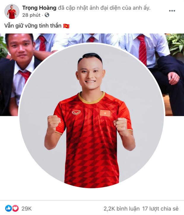 Đội tuyển Việt Nam sau trận đấu: Văn Toàn viết 4 từ quá đắt giá, Quang Hải nói 1 câu thương quá trời! - Ảnh 7.
