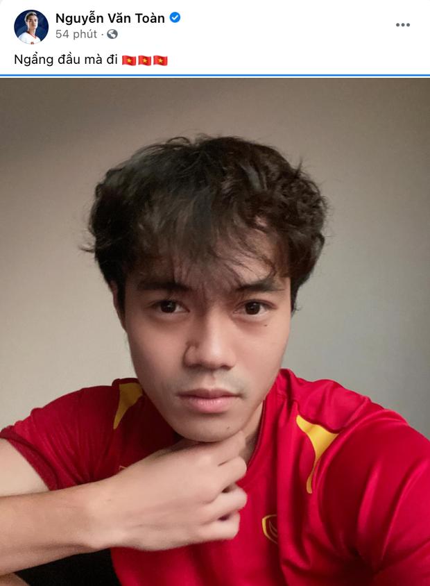 Đội tuyển Việt Nam sau trận đấu: Văn Toàn viết 4 từ quá đắt giá, Quang Hải nói 1 câu thương quá trời! - Ảnh 9.
