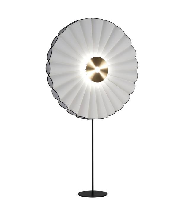 Nhà Hà Hồ có chiếc đèn xòe quạt lạ quá, hỏi giá xong lại càng sốc vì những 60 triệu đồng! - Ảnh 2.