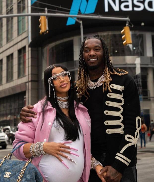 Đi đẻ kiểu nữ rapper giàu nhất nhì Hollywood Cardi B: Làm nail, ôm con mới sinh cũng phải đắp chăn Louis Vuitton 27 triệu mới chịu - Ảnh 5.