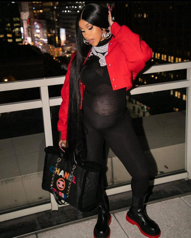 Đi đẻ kiểu nữ rapper giàu nhất nhì Hollywood Cardi B: Làm nail, ôm con mới sinh cũng phải đắp chăn Louis Vuitton 27 triệu mới chịu - Ảnh 4.