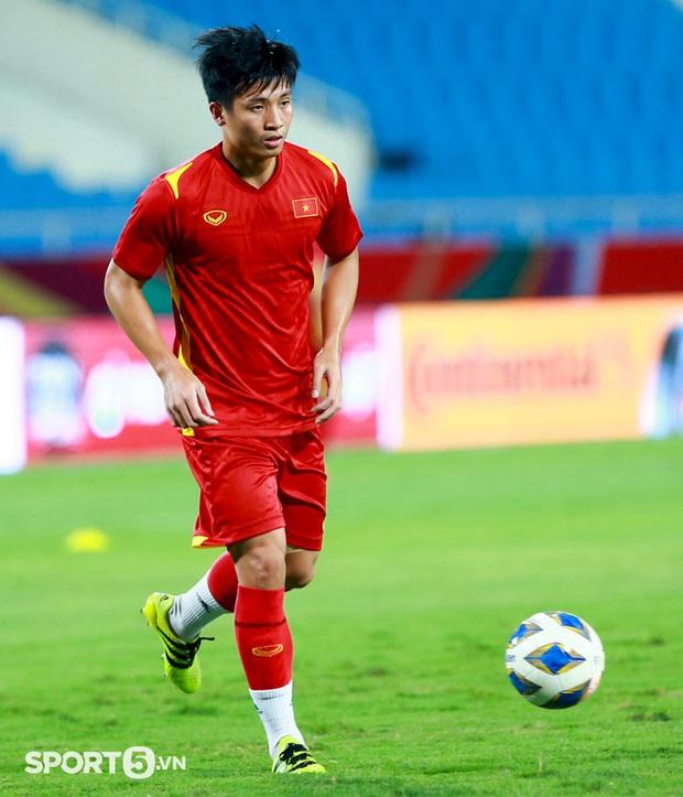 Trung vệ Bùi Tiến Dũng khó thi đấu trận Việt Nam – Australia - Ảnh 2.