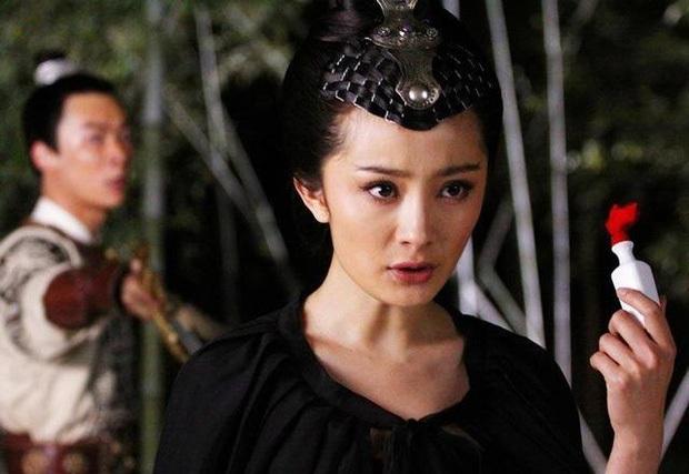 5 nữ sát thủ gợi cảm nhất màn ảnh Hoa ngữ: Triệu Vy - Thư Kỳ phải ngửi khói một mỹ nhân khỏa thân, cuồng sex cực bạo - Ảnh 4.