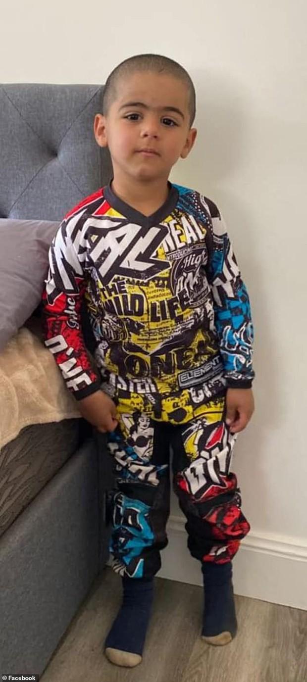 Bé trai 3 tuổi bị tự kỷ được tìm thấy sau 3 ngày mất tích, cảnh tượng nhìn từ trực thăng khiến bố mẹ trào nước mắt - Ảnh 2.