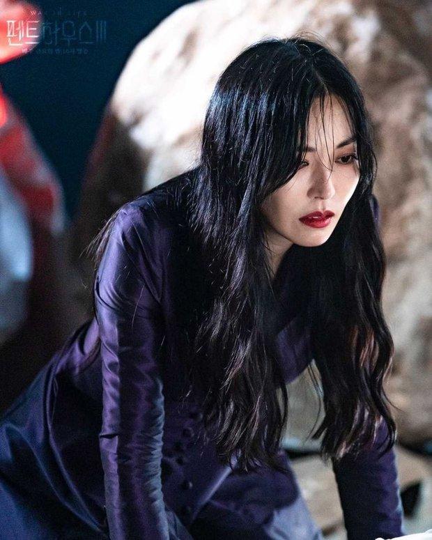 6 bí ẩn to đùng cần lời giải ở tập cuối Penthouse 3: Yoon Hee có toàn mạng, Su Ryeon được bình yên chưa? - Ảnh 5.