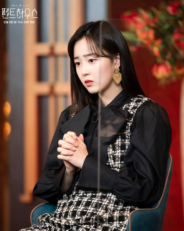 6 bí ẩn to đùng cần lời giải ở tập cuối Penthouse 3: Yoon Hee có toàn mạng, Su Ryeon được bình yên chưa? - Ảnh 8.