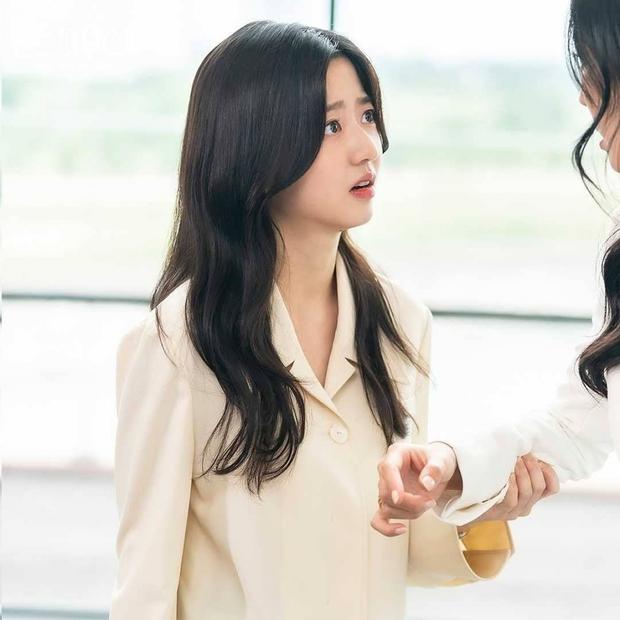 6 bí ẩn to đùng cần lời giải ở tập cuối Penthouse 3: Yoon Hee có toàn mạng, Su Ryeon được bình yên chưa? - Ảnh 10.