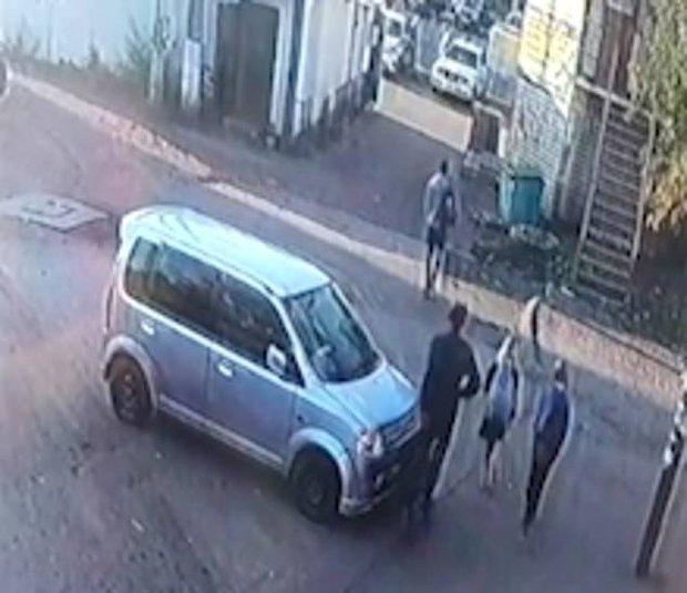 2 bé gái 10 tuổi bị cưỡng hiếp rồi sát hại tại ngôi nhà hoang, khoảnh khắc cuối đứng cạnh kẻ ác nhân được tiết lộ gây ám ảnh - Ảnh 3.
