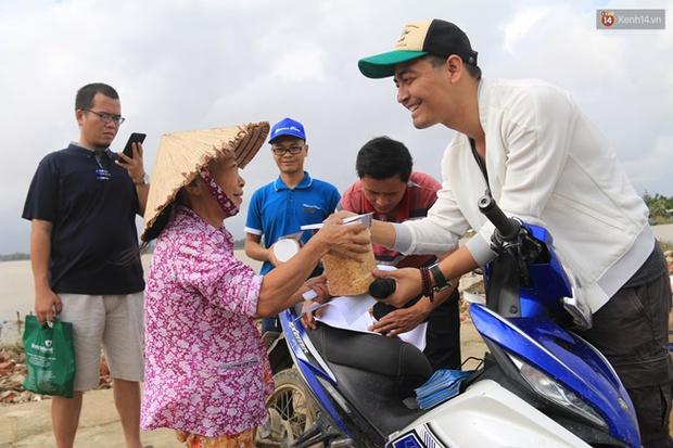 MC Phan Anh tung 6,5kg sao kê 24 tỷ kêu gọi cứu trợ miền Trung năm 2016, chấp nhận bị kiện nếu phát hiện dấu hiệu ăn chặn! - Ảnh 8.