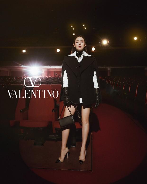 Son Ye Jin đẹp ngất ngây trong loạt ảnh mới: Mặt đẹp sang chảnh như tài phiệt, nhìn xuống chân dài nuột nà còn choáng hơn - Ảnh 7.