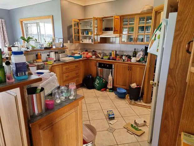 Hí hửng lên mạng khoe sáng kiến dọn dẹp nhà cửa, chị gái nhanh nhảu đoảng lại bị ném đá dữ dội vì quá mất vệ sinh - Ảnh 1.