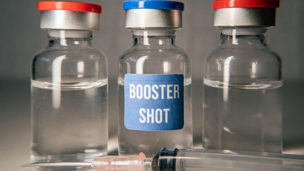 Mũi vaccine Covid-19 thứ ba có giúp thế giới ngăn chặn các biến thể tiếp theo? - Ảnh 1.