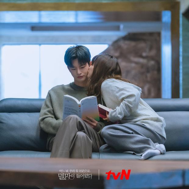4 phim Hàn gây thất vọng nhất 2021: Trai hư Song Kang ôm trọn combo bom xịt, Hyeri tái xuất nhạt nhòa - Ảnh 10.