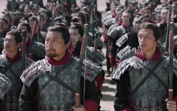 Việc mang vũ khí bên mình thời xưa là chuyện nhỏ, nhưng tàng trữ áo giáp là tội tày trời - Vì sao? - Ảnh 2.