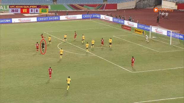 Tuyển Nga được hưởng penalty trong tình huống giống hệt tuyển Việt Nam - Ảnh 3.
