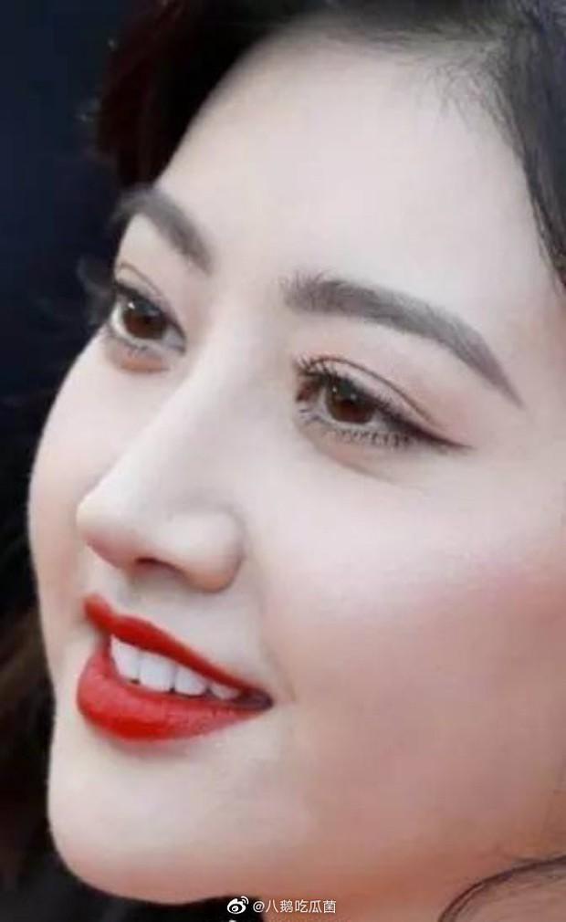 Bấm zoom cận mặt sao Cbiz: Mầm tình ghé thăm Nhiệt Ba - Triệu Lệ Dĩnh, làn da đẹp nhất gọi tên mỹ nhân nào đây? - Ảnh 17.