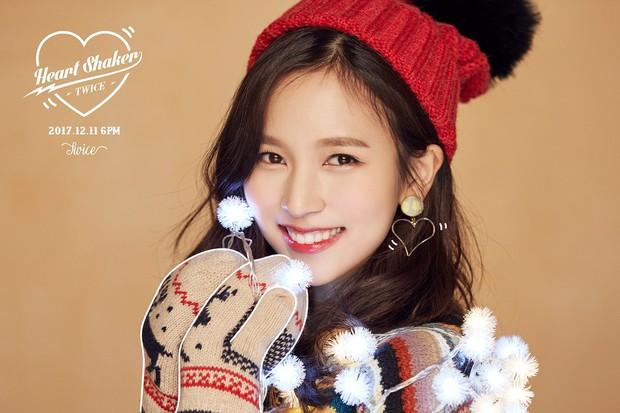 Những pha photoshop đi vào lòng đất: Ở đâu chui ra 1 bàn tay lạ khoác vai Taeyeon, chị đại CL có hẳn 3 bàn chân - Ảnh 3.