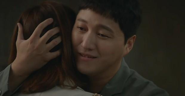 Quá hot: Ik Jun - Song Hwa hôn cháy màn hình, đôi nhà Gấu cũng chính thức yêu nhau luôn trong Hospital Playlist 2 tập 11! - Ảnh 11.