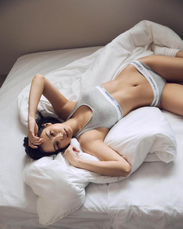 HOT: Jennie mặc nội y trong chiến dịch mới của Calvin Klein, thân hình sexy và vòng một căng đầy khiến fan phải khóc thét - Ảnh 3.