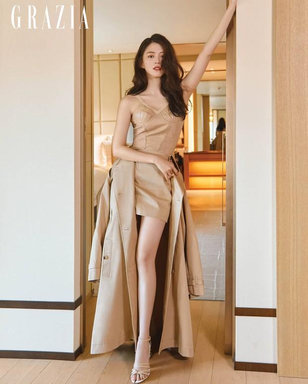 Nữ thần Nevertheless Han So Hee lột xác: Chất lừ khác hẳn vẻ bánh bèo mọi khi, tỷ lệ body hoàn hảo nhưng nhìn chân mà hết hồn - Ảnh 5.