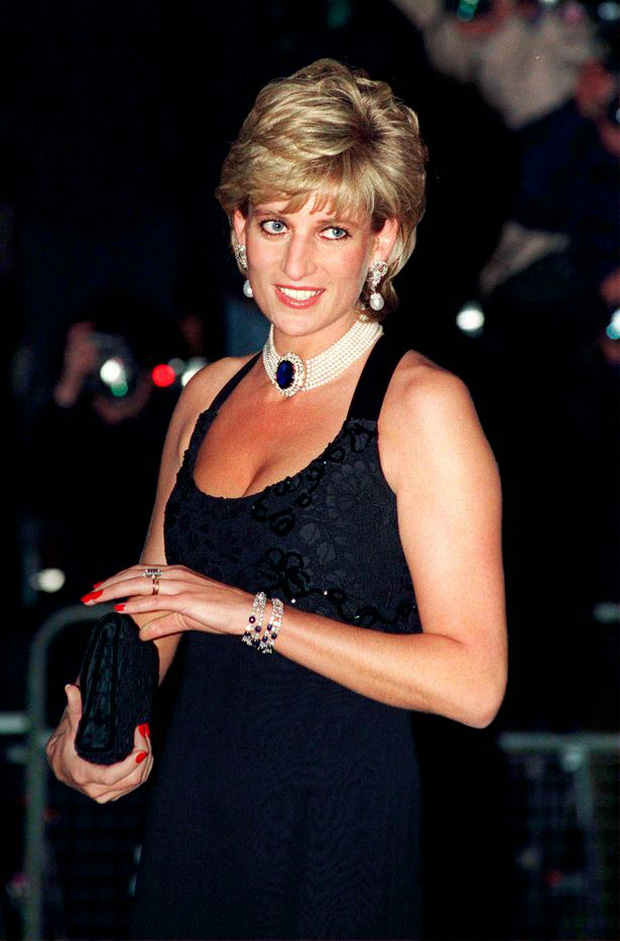 Anh em Hoàng tử William không được phép khóc và những chi tiết đau lòng ít ai biết tại tang lễ Công nương Diana 24 năm về trước - Ảnh 3.