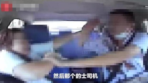 Video sốc: Xe đang chạy trên đường cao tốc, nữ hành khách đột nhiên rút dao đâm điên cuồng vào cổ tài xế hàng chục nhát - Ảnh 3.