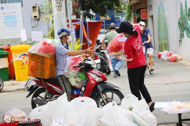 Combo đi chợ hộ siêu rẻ diễn ra ở quận Phú Nhuận: 150 ngàn có ngay 2 ký thịt tặng kèm rau củ, được ship tận cửa nhà - Ảnh 1.