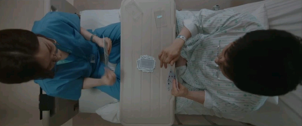 Quá hot: Ik Jun - Song Hwa hôn cháy màn hình, đôi nhà Gấu cũng chính thức yêu nhau luôn trong Hospital Playlist 2 tập 11! - Ảnh 6.