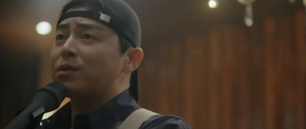 Quá hot: Ik Jun - Song Hwa hôn cháy màn hình, đôi nhà Gấu cũng chính thức yêu nhau luôn trong Hospital Playlist 2 tập 11! - Ảnh 13.