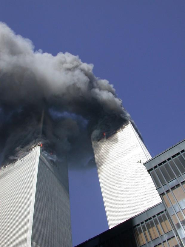 Những hình ảnh chưa từng công bố về sự kiện khủng bố ngày 11/9: Cả một chương lịch sử bi thảm tái hiện trước mắt - Ảnh 1.