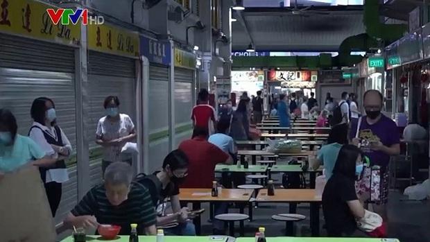 Số ca mắc mới tăng cao khi Singapore sống chung với COVID-19 - Ảnh 2.