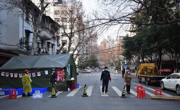 Không cần giấy đi đường, đây là cách Trung Quốc kiểm soát người dân đi lại khi Covid-19 bùng phát mạnh nhất - Ảnh 1.