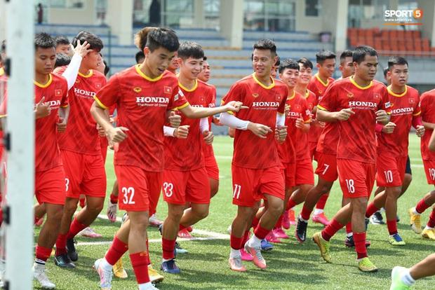 HLV Park Hang-seo gạch tên 4 cầu thủ U22 Việt Nam: Sao trẻ HAGL bị loại - Ảnh 1.