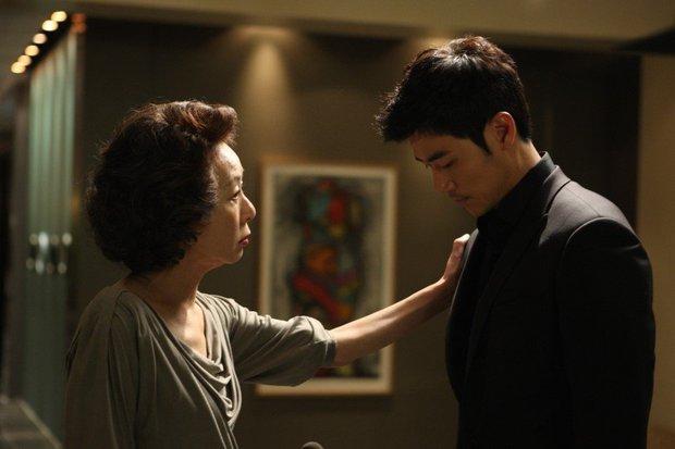 Phim Hàn bóc phốt chaebol suýt bị cấm chiếu vì quá trần trụi: Sốc nhất là cảnh nóng của cặp cô - cháu hơn nhau 31 tuổi - Ảnh 2.