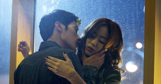 Phim Hàn bóc phốt chaebol suýt bị cấm chiếu vì quá trần trụi: Sốc nhất là cảnh nóng của cặp cô - cháu hơn nhau 31 tuổi - Ảnh 3.
