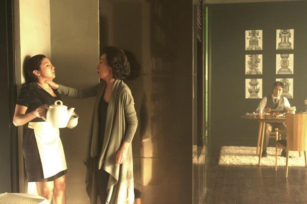 Phim Hàn bóc phốt chaebol suýt bị cấm chiếu vì quá trần trụi: Sốc nhất là cảnh nóng của cặp cô - cháu hơn nhau 31 tuổi - Ảnh 4.