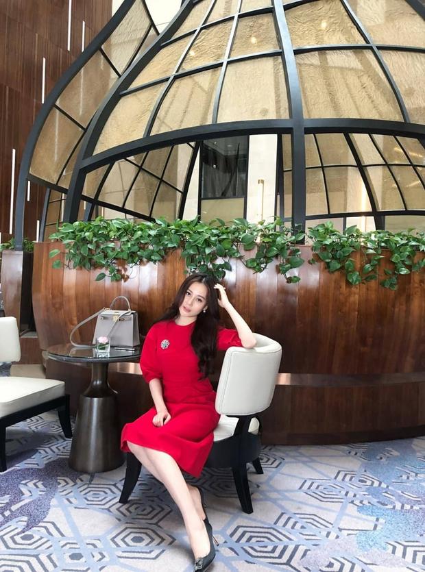 Đập tan tin đồn dùng hàng fake, Phương Oanh được chứng minh diện khăn Chanel xịn 100% trong Hương Vị Tình Thân - Ảnh 10.