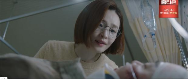 Quá hot: Ik Jun - Song Hwa hôn cháy màn hình, đôi nhà Gấu cũng chính thức yêu nhau luôn trong Hospital Playlist 2 tập 11! - Ảnh 1.