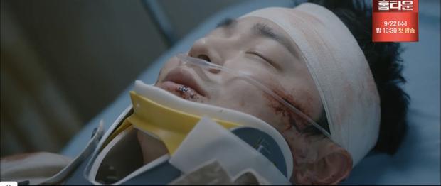 Quá hot: Ik Jun - Song Hwa hôn cháy màn hình, đôi nhà Gấu cũng chính thức yêu nhau luôn trong Hospital Playlist 2 tập 11! - Ảnh 2.
