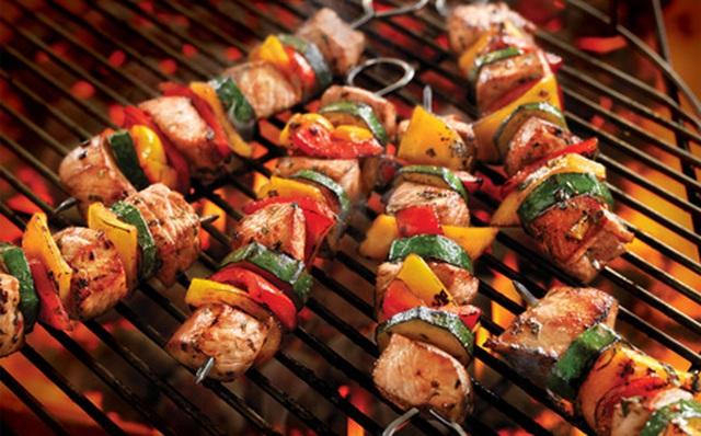 Lý giải vì sao nhiều người thích ăn thịt nướng BBQ hơn thịt luộc