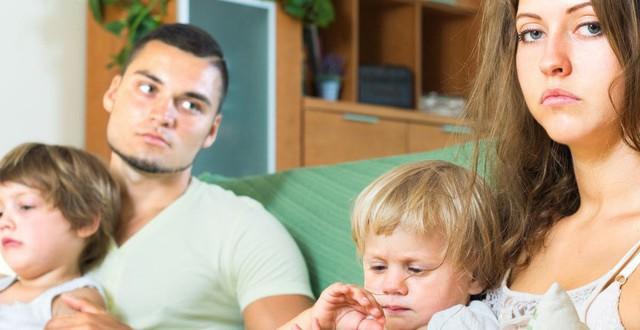 """8 vấn đề sẽ xảy ra khi cha mẹ quyết định ở bên nhau """"vì con cái"""" dù không  còn hạnh phúc"""