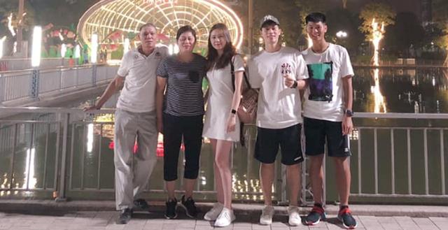 Hạnh phúc như Trang Heo bạn gái Đình Trọng, được cả gia đình bạn trai ở bên cùng đón sinh nhật